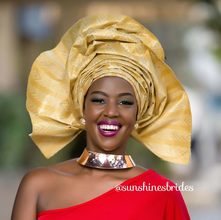 This Flamboyant type of gele is common at big parties and weddings.